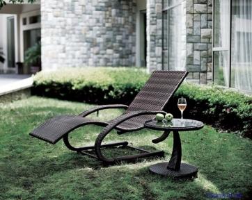 Садовый эргономичный шезлонг со столиком «Kreta»